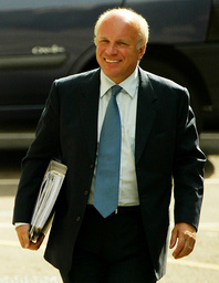DIRECTOR GENERAL OF BBC DYKE ARRIVES TO GIVE EVIDENCE TO HUTTON INQUIRY AT ROYAL COURTS OF JUSTICE IN LONDON
