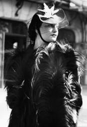 elegant gekleidete Dame / Foto 1938 - Elegantly dressed lady / photo 1938. -