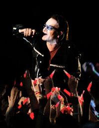 U2 BONO SINGS TO FANS DURING SUPER BOWL HALFTIME SHOW