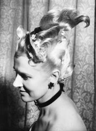 Frisur 'Garden of Allah' / Foto 1950 - Hairstyle 'Garden of Allah' / 1950 -