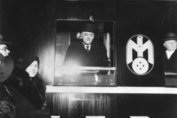Brüning in Eisenbahnwaggon / Foto 1932? - Brüning in Railway Carriage/Photo/ 1932? -