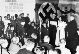 Ferenc Lehar is conducting in front of wounded soldiers, 1939