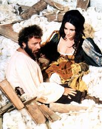 THE TAMING OF THE SHREW, from left: Richard Burton, Elizabeth Taylor, 1967