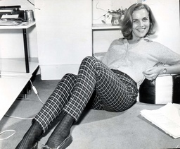 Honor Blackman 1963 Honor Stars Honor Blackman Is To Make Her Hollywood Film Debut In January In 'moment To Moment' A Romantic Suspense Story. Miss Blackman And Jean Seberg Co-star As Neighbours Trying To Save Each Other From Unhappy Romantic Situa