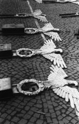 Vorbereitungen zum 1.Mai/Reichsadler... - Reich Eagle and Swastika / Berlin / 1938 -