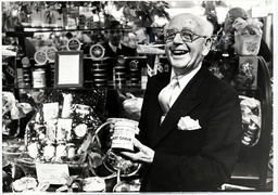 Fortnum And Mason Department Store Piccadilly London. Picture Shows Fortnum And Mason Staff Member Arthur Lunn Who In 1982 Had Worked At The Store For 50 Years.