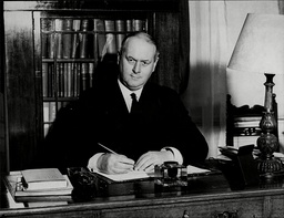 Sir Thomas Inskip 1st Viscount Caldecote Lord Caldecote Thomas Walker Hobart Inskip 1st Viscount Caldecote Cbe Pc Kc (5 March 1876 Oo 11 October 1947) Was A British Politician Who Served In Many Legal Posts Culminating In Serving As Lord Chancellor F