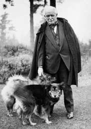 David Lloyd George with his dogs, 1932