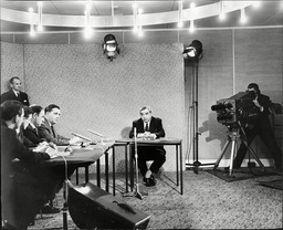 George Brown Deputy Labour Party Leader In Front Of Television Cameras At Manchester Airport Announcing To Viewers That He Has To Leave For Hospital As Party Leader Hugh Gaitskell Is Critically Ill 1963.