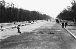 Vorbereitungen zum 1.Mai/Ost-West-Achse - Preparations for May Day 1938,Roadworks -