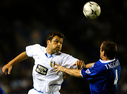 LEEDS UNITED'S VIDUKA BEATS LEICESTER CITY'S TAGGART IN THE AIR DURING THEIR MATCH AT THE WALKERS STADIUM