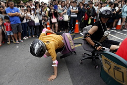 Competitor falls during the office chair race ISU-1 Grand Prix in Tainan