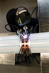 Lödningsarbete på Steel Tech i Alingsås som tillverkar storköksutrustning.
