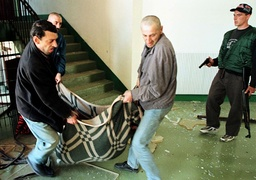 PRISONERS CARRY A WOUNDED PRISONER IN ISTOK