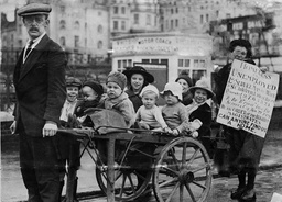 Unemployed Man And His Family In Brighton, Britain - 16 Nov 1921