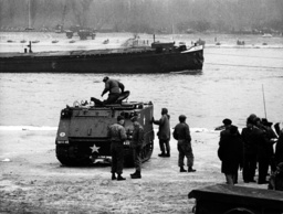The U.S. tank sinks in the Rhein - Three dead persons