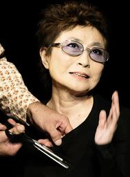 YOKO ONO PERFORMS HER ONE-WOMAN ART SHOW 'CUT PIECE' IN PARIS