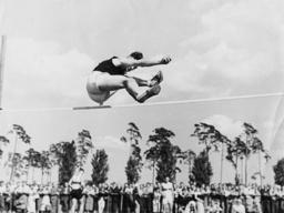 Jüd. Hochspringer Wieseneck / Foto 1935 - Jewish high jumper Wieseneck / 1935 - Sauteur en hauteur Wieseneck / 1935