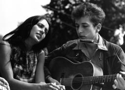 Joan Baez und Bob Dylan / Foto 1963 - Joan Baez and Bob Dylan / Photo / 1963 - Baez, Joan ; chanteuse et parolière américaine ; née à New Y