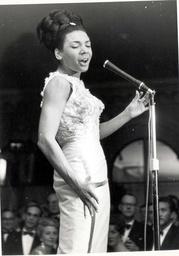Shirley Bassey Singer Pkt2767-188679