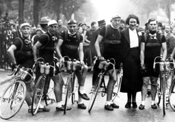 Sylvere Maes and Eloi Meulenberg with their team at the Tour de France, 1936