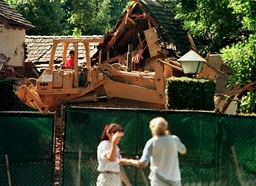 FORMER SIMPSON MANSION IN BRENTWOOD IS DEMOLISHED