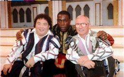 Frank Bruno With Co Stars Little And Large At He Bristol Hipperdrome In Pantomime 'robin Hood And The Babes In The Wood'. Eddie Large Syd Little.