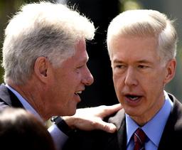 BILL CLINTON GREETS CALIFORNIA GOVERNOR GRAY DAVIS AFTER RECALL POSTPONEMENT