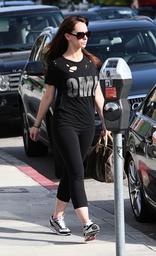 EXCLUSIVE Jennifer Love Hewitt leaves the gym and looking good!