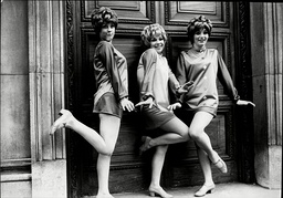 Pop Group The Paper Dolls L-r Suzanne Mathis Susan Marshall Pauline Bennett The Paper Dolls Were A Late 1960s British Female Vocal Trio From Northampton Comprising Lead Vocalist Susie 'tiger' Mathis Pauline 'spyder' Bennett And Sue 'copper' Mar