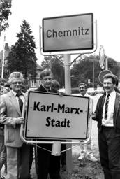 Karl-Marx City renamed Chemnitz