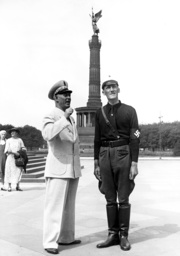 Guide service of 'Strength Through Joy' in front of the Siegesaeule (Victory column), 1936