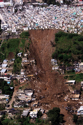 HILLSIDE ABOVE MEXICAN TOWN BURIED UP TO 200 PEOPLE