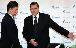 Russian gas monopoly Gazprom chief Miller and Belarus PM Sidorsky attend a news conference at the Gazprom headquarters in Moscow