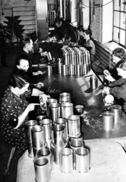 WWII - Women in the armaments industry 1942