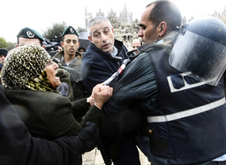 Palestinian woman argues with Israeli police officers in Jerusalem