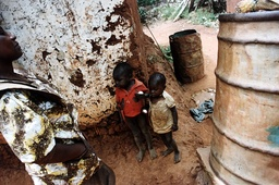 Barn i Uganda.