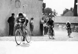 Erich Bautz at the Tour de France, 1937