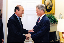 Clinton Meets Mayor Chirac of Paris