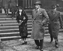Susie Johnstone (aka Susan Johnson) And Fingerprint Expert Bertie Hammond (centre) At Murder Trial Of Dr Buck Ruxton. Miss Johnson And Her Mother Found The Remains Of Bodies In A Ravine In Dumfriesshire. Box 651 240712158 A.jpg.