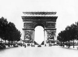 Arc de Triomphe in Paris, 1936
