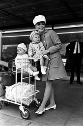 JOAN COLLINS, WEARING A LIME- GREEN COAT AND WHITE JOCKEY - STYLE CAP, HAS A SMILE AND A WAVE AS SHE ARRIVED AT LONDON AIRPORT FROM THE UNITED STATES THIS MORNING WITH HER CHILDREN. TARA AND SASHA.  29/06/66