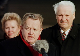 PRESIDENT YELTSIN IS WELCOMED BY HIS FINNISH COUNTERPART