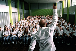THE WAVE, (aka DIE WELLE), Jurgen Vogel (standing with back to camera), 2008. ©Celluloid Dreams/cour