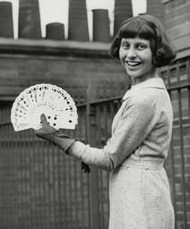 Schoolgirl Magician Daphne Barnett Demonstrating A Card Trick. Box 671 20803166 A.jpg.