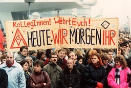 Demonstrations in front of the Trust Institution (archive photography and text 1990)