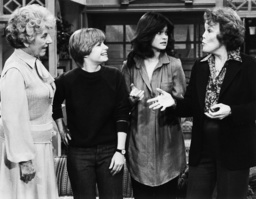 ONE DAY AT A TIME, from left: Anne Seymour, Bonnie Franklin, Valerie Bertinelli, Nanette Fabray in '