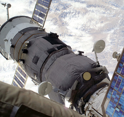 FILES-SPACE-ISS-SOYUZ