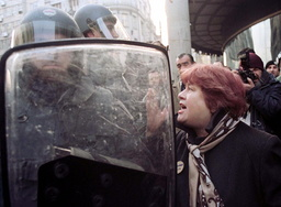 BELGRADE WOMAN ARGUES WITH RIOT POLICEMAN