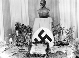 Decorated bust of Hitler in the display window of a leather goods shop, 1936